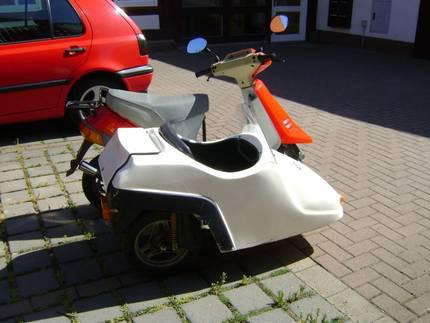50er roller mit seitenwagen galerie exotenroller und for Einbaukuche mit elektrogeraten roller