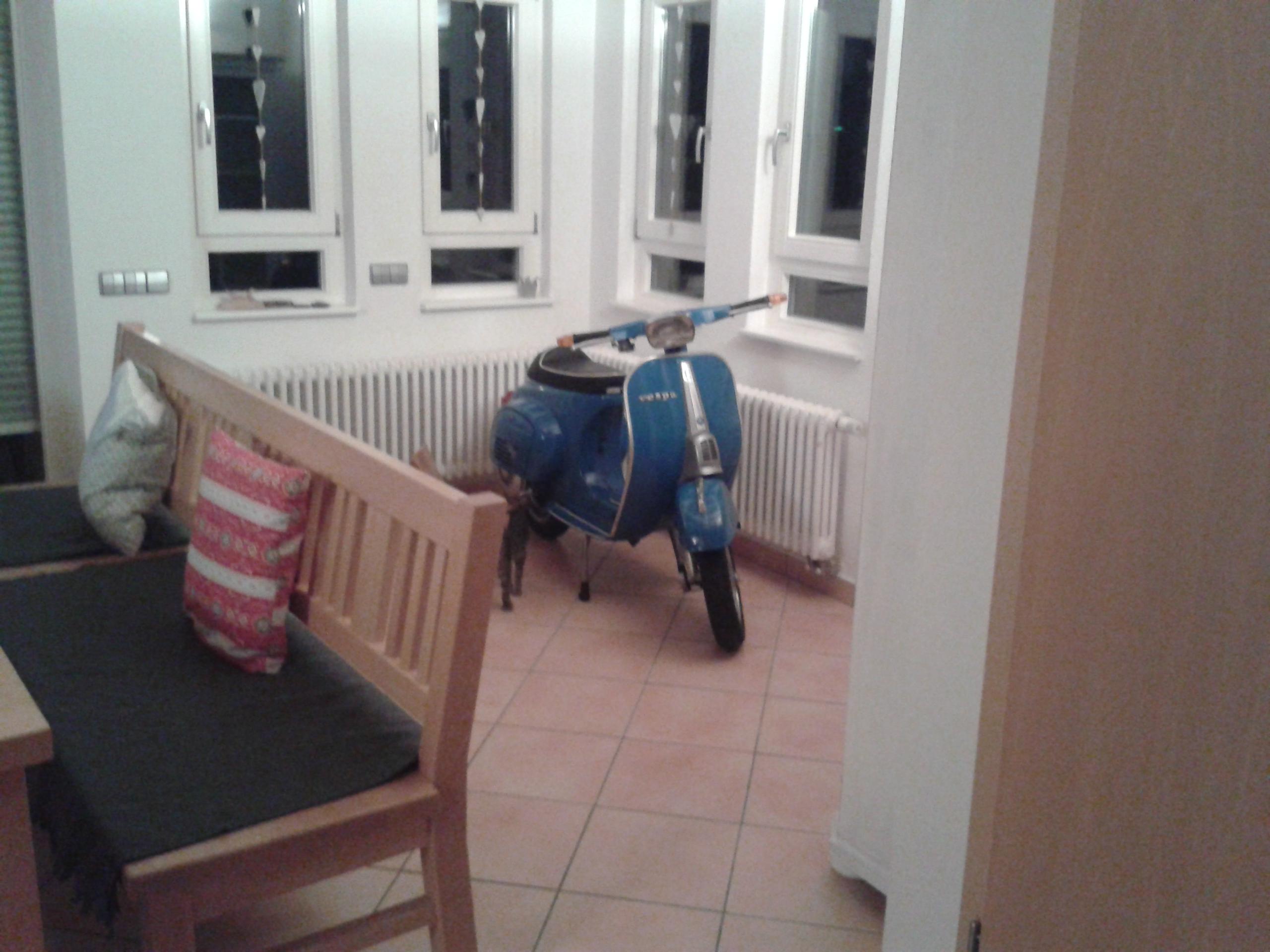 Roller fit f rs wohnzimmer machen seite 2 blabla gsf das vespa lambretta forum - Essecke roller ...