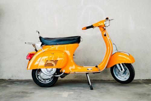 Vespa_50_Special_V5B1T_orange_olack-1.jpg