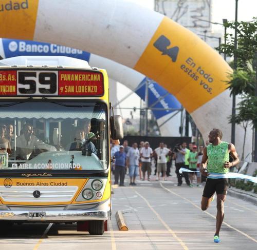 Usain-Bolt-competes-against-a-bus-in-Buenos-Aires.thumb.jpg.2f0d4e50c6972f7d279ddda4e435b805.jpg