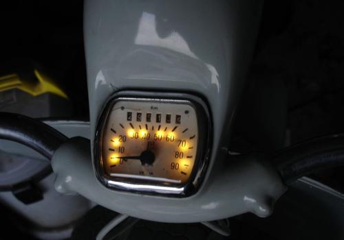 Tacho VL3T beleuchtet -5.jpg