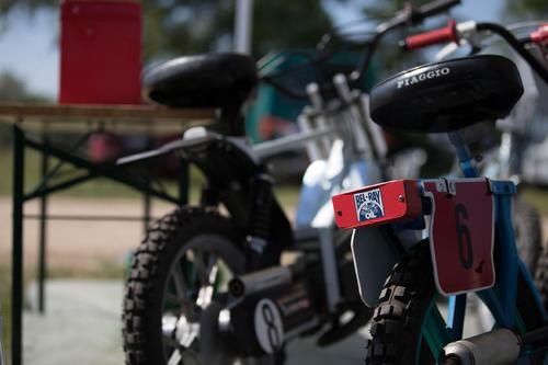 mopeds_1.thumb.jpg.c67d11e6ea099bf33d6f68421a9daba9.jpg