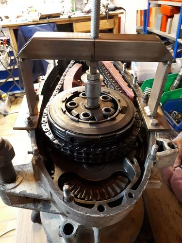 Lambretta_clutch-compressor.jpg